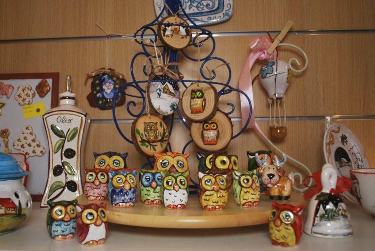 gufi in ceramica dipinti