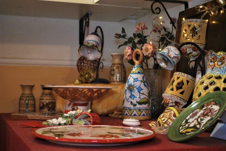 tavolo con prodotti artigianali