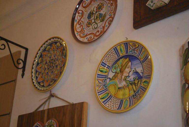 piatti dipinti fantasia mandala